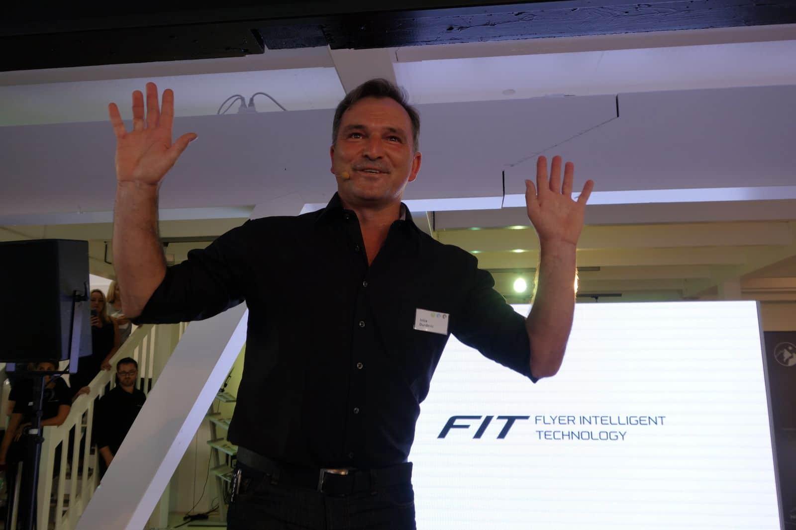 Flyer CTO Ivica Durdevic präsentiert FIT